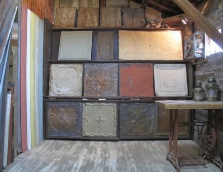 ショールーム内展示コーナー(約100枚以上在庫) デザイン、錆び具合は様々です。