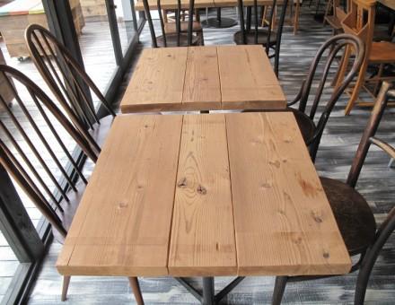 店内テーブル天板として使用(CAFE Rico 箕面店)