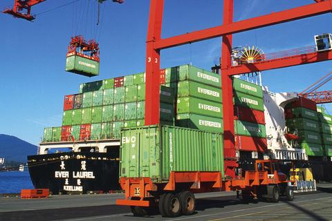 5. 各種コンテナ船で日本に向け出港