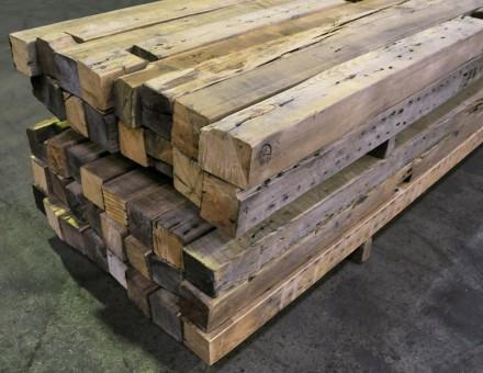 厚さ100mmから製材した95角材(カット面はエイジング)