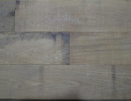 ワイルドオーク(ラフソーン加工/無塗装) リアル古材の無塗装感をイメージ 発注単位 : 1.62m2/束 四方向ホンザネ加工