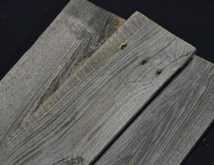 不燃加工済古材(フェンスウッド)は常時100m2をストックしています。 在庫状況は、常に変動しますのでお問合せ下さい。 不燃加工剤注入後の古材は、比重も増えて固くなります。