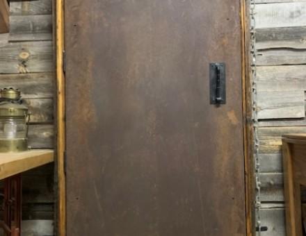 厚さ1.6mmのフラットタイプをドアとして使用 (BULLET JAPAN 2F)