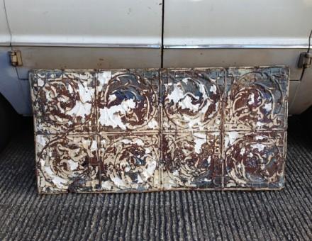 長方形タイプ ティンパネル 620 x 1200~ (¥30,000/枚) デザイン、錆び具合は様々です。