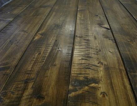 アンティークブラウン(ライト) トップのウッドステインを薄く塗って木肌を見せる仕上 照明の具合で色調が変化して見えますのでご注意下さい。