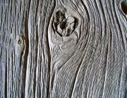 このような深い木肌はレアになっています。 (BULLET JAPANのカタログの表紙)