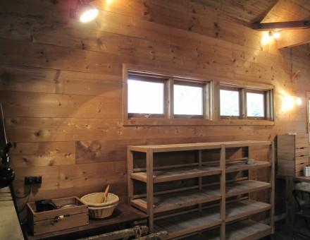 壁面、窓枠、建具に使用(生瀬ヒュッテ Takeuchi)