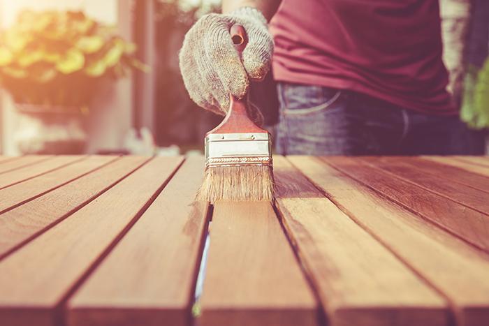 気分はヴィンテージ!一般木材を古材風に塗装するには?