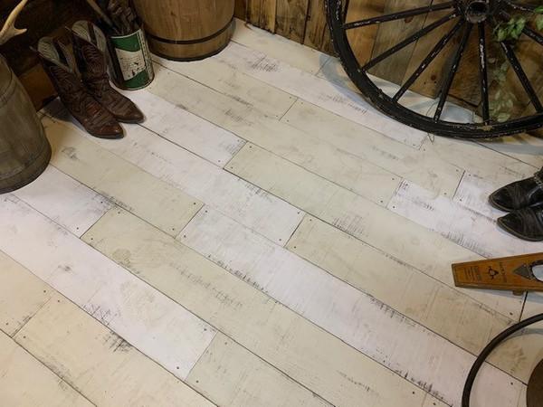 ホワイト系2色の床材はいい感じですね!サムネイル