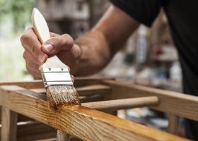 古材の家具は毎日の簡単なお手入れと定期的なメンテナンスで長く愛用