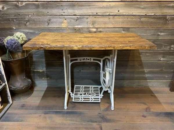 アンティークミシンテーブル脚でお洒落なテーブルを製作!!サムネイル
