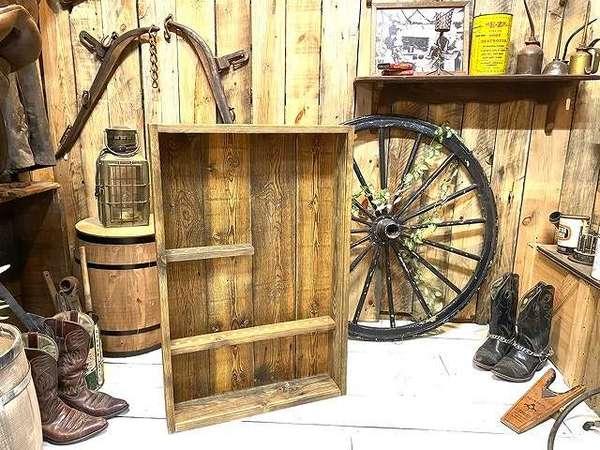 大切な物をカッコ良く飾る!古材ディスプレイボックスを製作サムネイル
